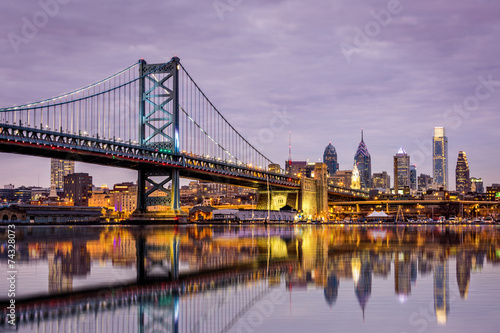 Fotobehang Openbaar geb. Ben Franklin bridge and Philadelphia skyline