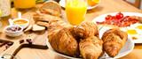 frische croissants - 74331677