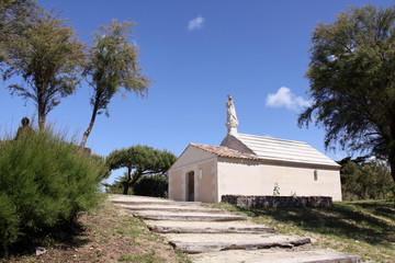 kapelle mit heiligenstatue