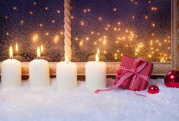 Vierter Advent, Geschenk, Kugeln