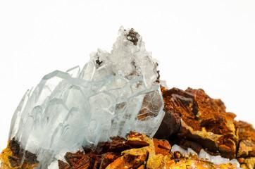 gross blaue Baryt-Kristalle (auf Limonit)