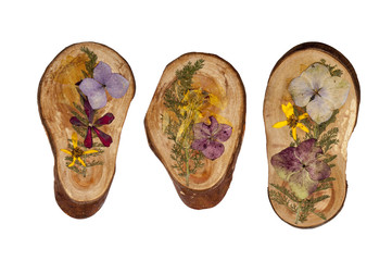 wooden picures with flowers