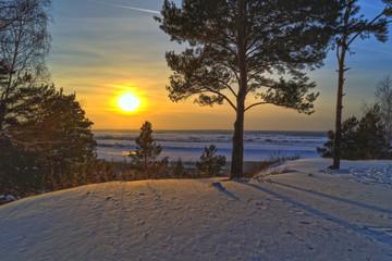 Солнце зимой над рекой Томь