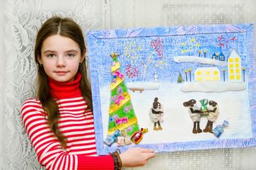Девочка с Новогодней картинкой