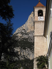 campanile e montagna