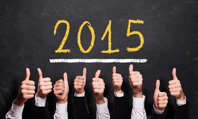 Daumen-Hoch-Gesten zu 2015