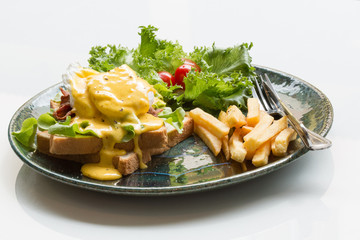 Egg Benedict with french fries