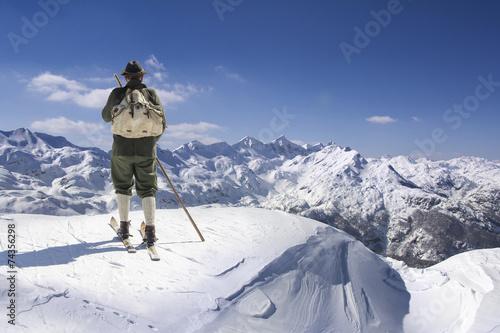 Zdjęcia na płótnie, fototapety, obrazy : Vintage skier with wooden skis