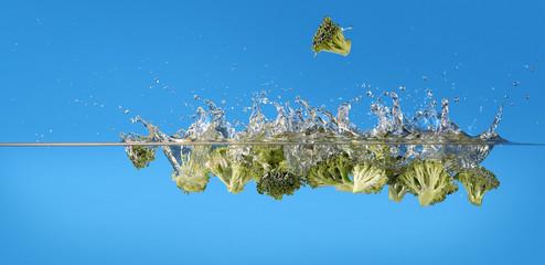 Brokkoli fällt ins Wasser