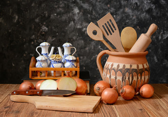 Onions and accessories for cooking food