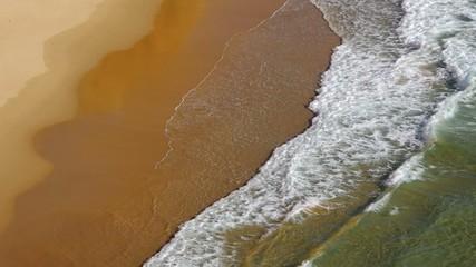 Strand mit Wellen vid 28