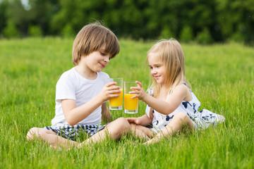 Kids drink juice