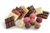 Schokoladenstückchen und Pralinen