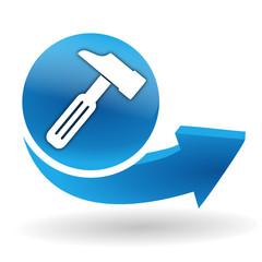 marteau sur bouton web bleu