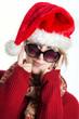 Lustiges Nikolausmädchen mit Sonnenbrille