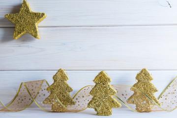 Fondo de Navidad con decoración de abetos y espacio para texto