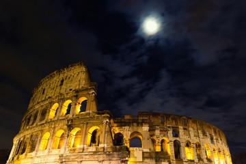 Kolosseum bei Vollmond