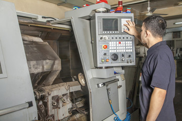 Operator setup cnc turning machine