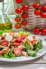 Spring salad with pasta