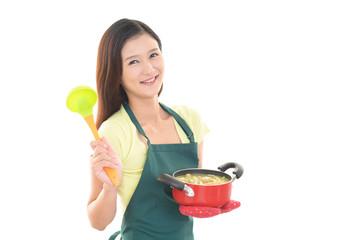 料理を楽しむ女性