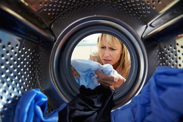 Woman Accidentally Dyeing Laundry Inside Washing Machine