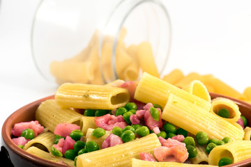 "italian pasta ""macaroni with peas and ham"