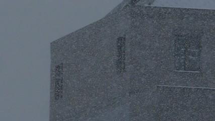 遠くで雪が降るシーンのハイスピード撮影