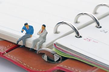 手帳のカレンダーとビジネスマン