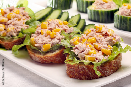 Papiers peints Snack Sandwich with tuna and corn on white background