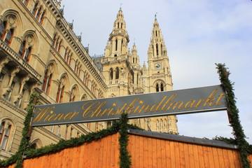 Der Wiener Christkindlmarkt am Platz vor dem Rathaus