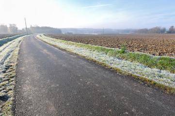 route de campagne en hiver