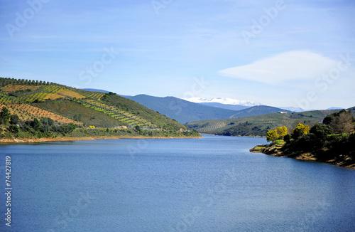 Embalse de Valdeobispo, provincia de Cáceres, España - 74427819