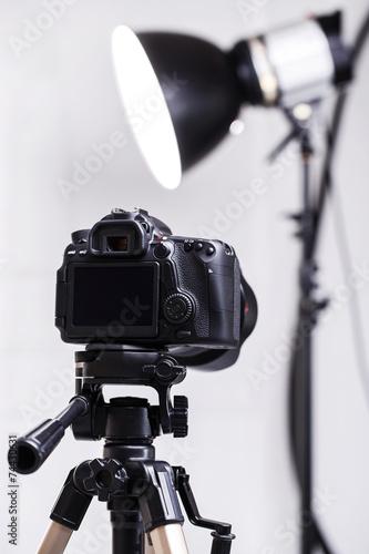 Leinwanddruck Bild DSLR camera on tripod