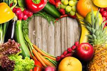 "Постер, картина, фотообои ""Vegetables and Fruit Heart Shaped"""