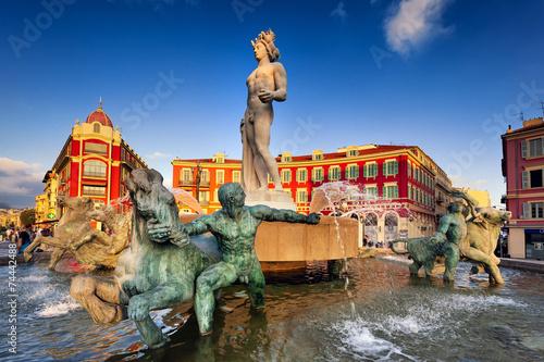 Papiers peints Con. Antique Brunnen am Place Massena in Nizza, Südfrankreich