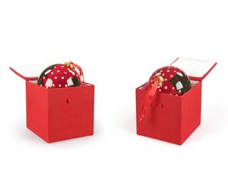 due oggetti natalizi