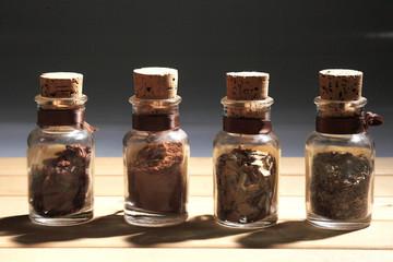 spezie in vasetti peperoncino origano