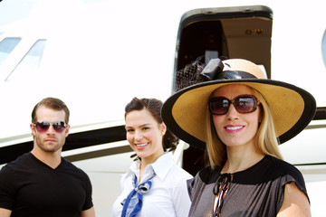Diva lady with pilot and stewardess