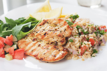 Chicken meat with bulgur and rocket salad