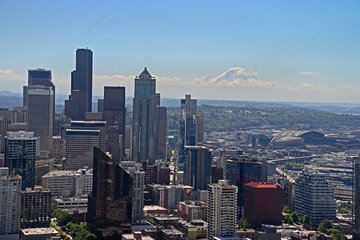 A view of Seattle Skyline with Mt Rainier in the distance.