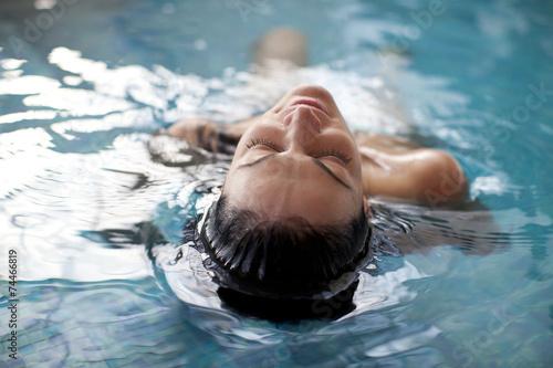 Foto op Aluminium Zeilen Young woman relaxing in the water