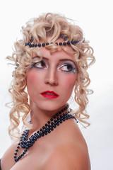 Glamorous Frau mit retro-Frisur