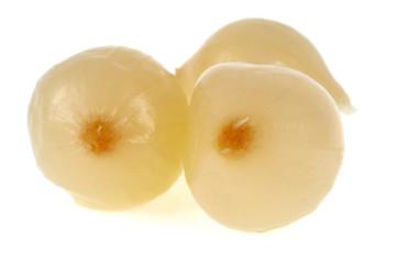 Les oignons blancs saumurés