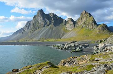 Пейзажи Исландии, горы и океан