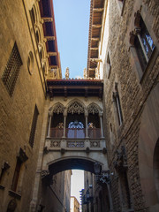 Barcelona: neogothic bridge at Carrer del Bisbe (Bishop Street),