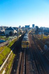 住宅地を通る電車