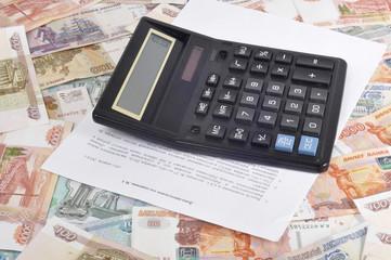 Калькулятор и договор на деньгах