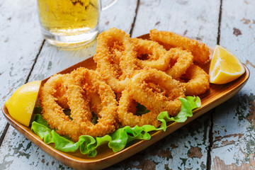 fried squid ringsbreaded with lemon