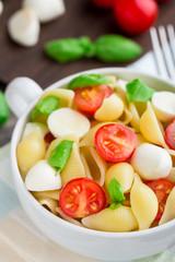 Pasta with mozzarella and tomato