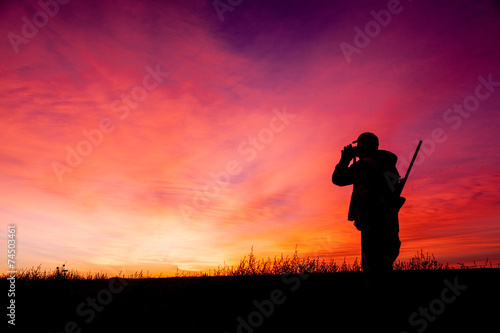 Foto op Aluminium Jacht Hunter Glassing in Sunrise